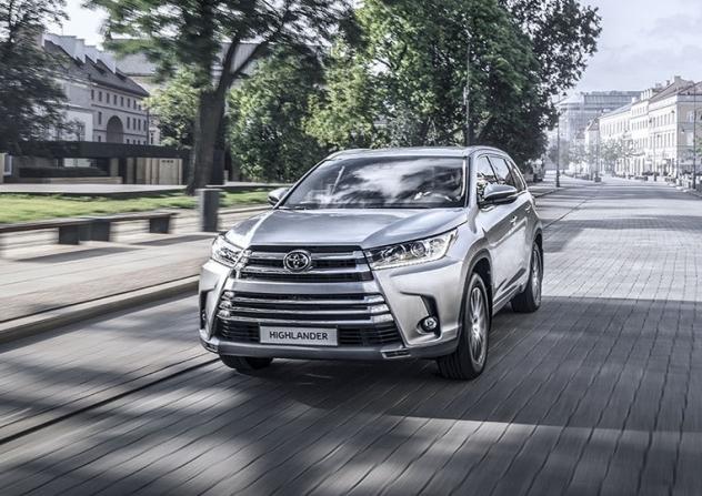 Тойота назвала русские цены икомплектации улучшенного Highlander