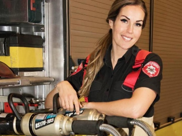 Звезда социальная сеть Instagram изНорвегии названа самой симпатичной пожарной вмире