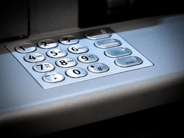 Депутат Государственной думы  призвал коллег получить карты платежной системы «Мир» напротяжении  месяца