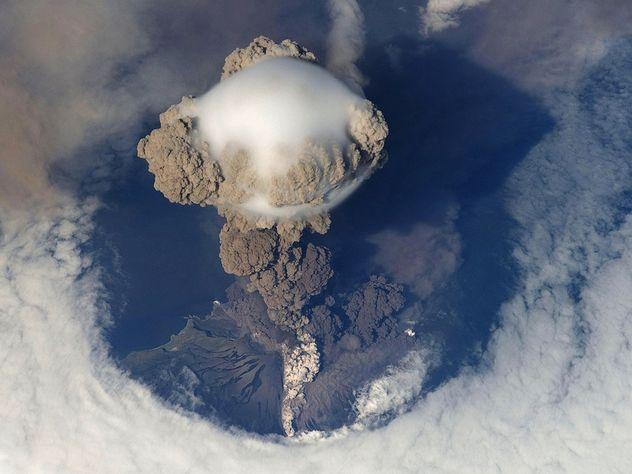 На Камчатке начал извергаться молчавший более 200 лет вулкан