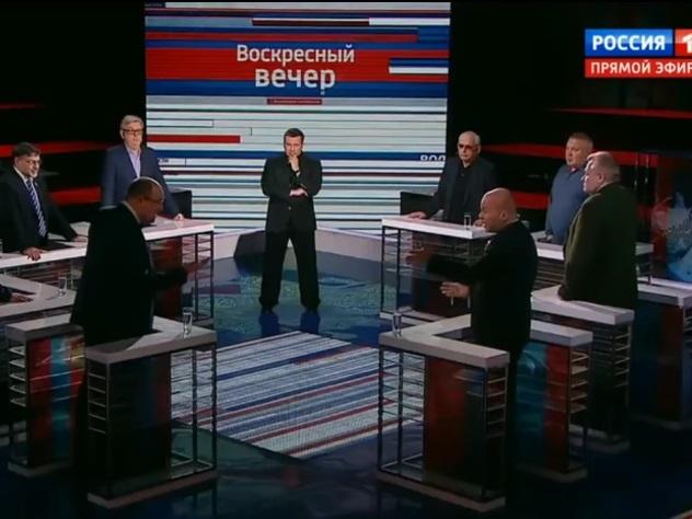 Украинский политолог назвал другого лысым чмом впрямом эфире
