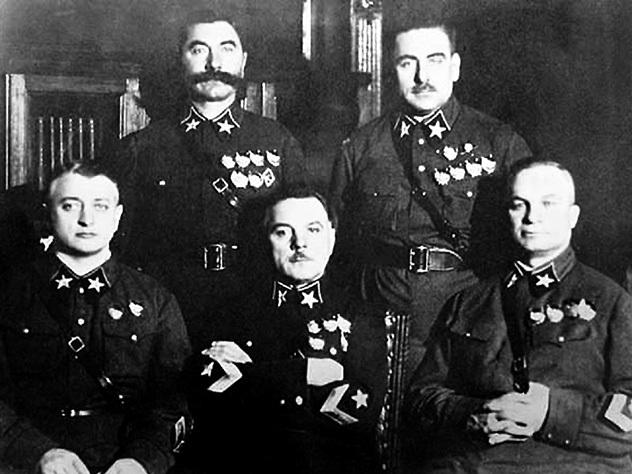 За что расстреляли Михаила Тухачевского и прочих красных командиров