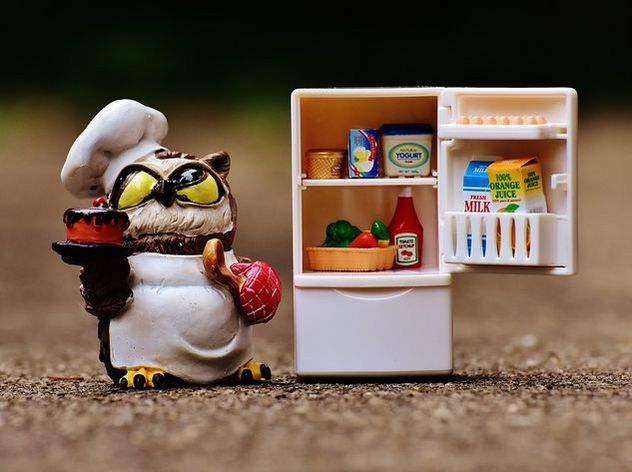 Диетологи назвали продукты, которые надо выкинуть из холодильника