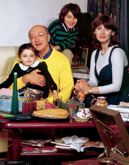 Михаил Михайлович теперь, похоже, надолго обосновался в Израиле, где живут Анна и их дети