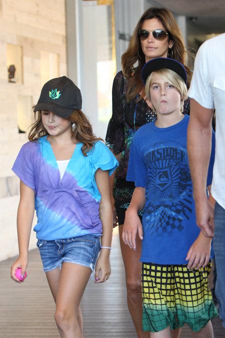 Синди с дочерью Кайей и сыном Пресли. Фото: Splash/All Over Press