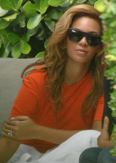 Певица выглядит расслабленной и умиротворенной. Фото: Splash/All Over Press