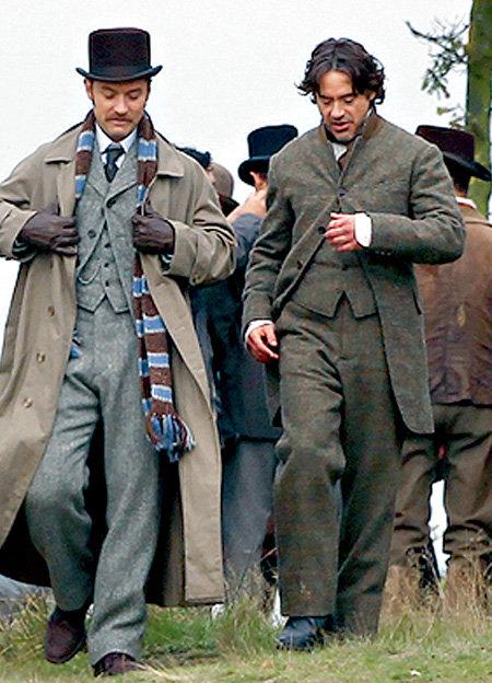 Шерлоку Холмсу (Роберт ДАУНИ-младший, справа) и доктору Ватсону (Джуд ЛОУ) предстоит сразиться с профессором Мориарти