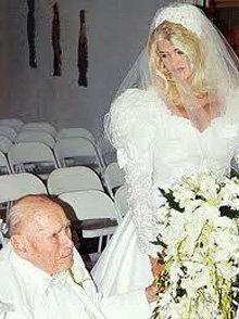 Свое состояние СМИТ заработала, выйдя замуж за престарелого нефтяного магната