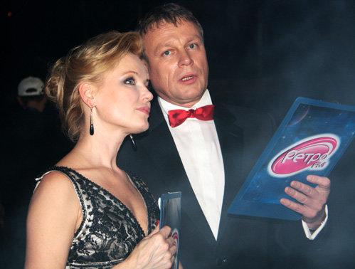 На сцене Татьяну ВЕДЕНЕЕВУ заменили Лариса ВЕРБИЦКАЯ и Сергей ЖИГУНОВ. Фото Нантолия БЕЛЯСОВА
