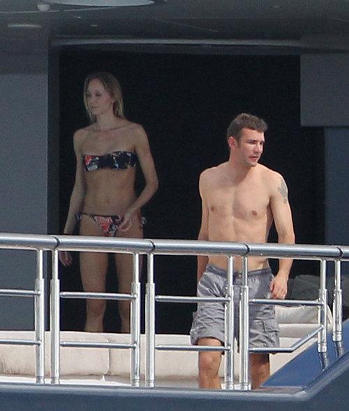Андрей ШЕВЧЕНКО и Кристен ПАЗИК на борту яхты АБРАМОВИЧА. Фото: Splash/All Over Press