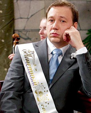 Во время бракосочетания брата Костик (Егор ДРОНОВ) вспоминал о своём торжестве с Верой