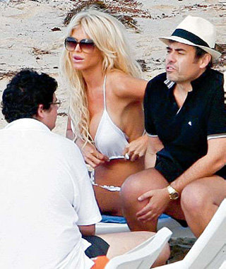 На острове Сен-Барт Виктория СИЛЬВСТЕДТ решила с бойфрендом всё делать «по-французски»