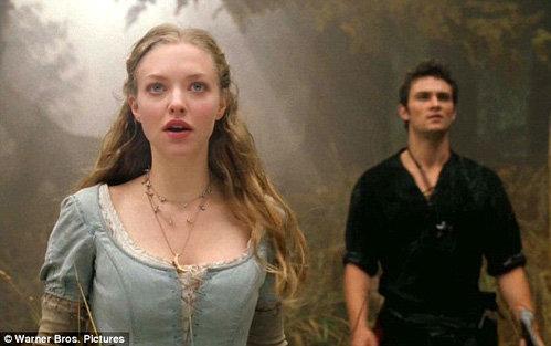 Главная героиня Валери влюблена в дровосека Питера - фото Daily Mail