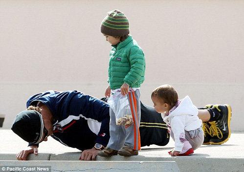 Мэтью Макконахи с детьми