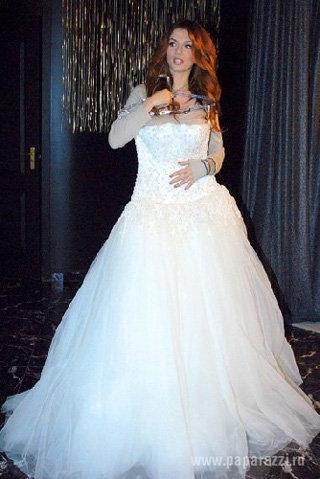 Свадебное платье СЕДОКОВОЙ пока не готово. Фото: Paparazzi.ru