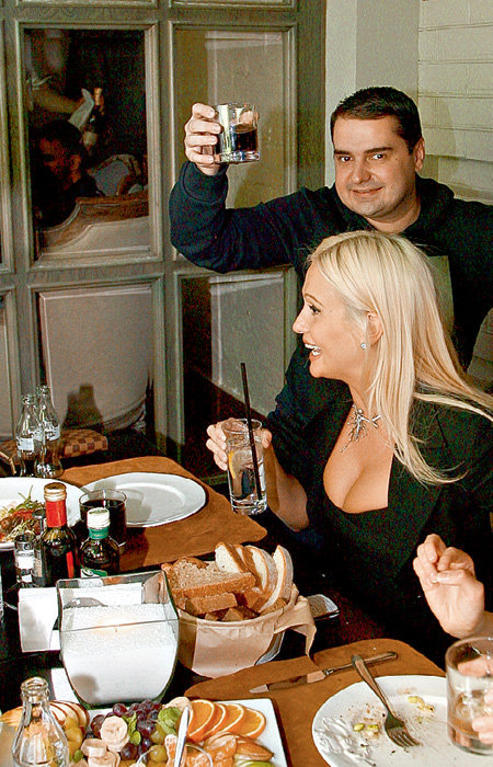 «Мисс Россия-2003» Виктория ЛОПЫРЁВА и Артём СОКОЛОВ предпочитали закускам выпивку