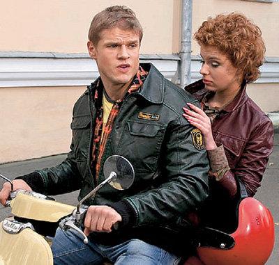 Страсть Вовы и Ани разгорелась во время езды на мотоцикле на съёмках сериала «Любовь - не то, что кажется»