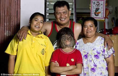 Супатра САСУПФАН и её семья