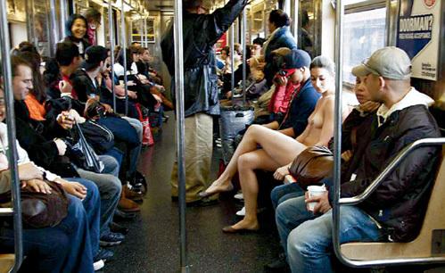 Интересно, куда СИМОН кладёт проездной на метро