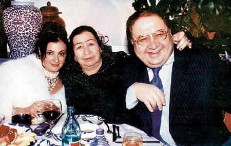 Ирина ВИНЕР со свекровью и мужем Алишером УСМАНОВЫМ
