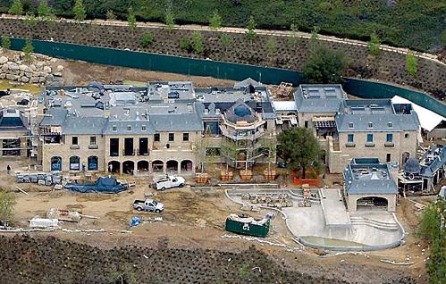 Дом в Брентвуде строится с королевским размахом (фото © Splash News)