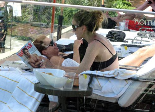 Не обращая внимания на лежащего рядом мужа, актриса рассматривала красавца на обложке журнала...