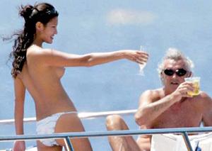 ...с итальянским миллионером Флавио БРИАТОРЕ (фото matrix.com)