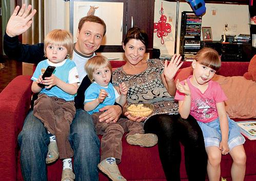 ДРОНОВ и ВОЛКОВА со своими киношными детьми: близнецами ВОРОБЬЕВЫМИ и Машей ИЛЬЮХИНОЙ