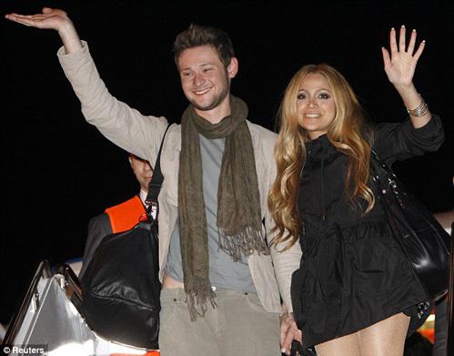 ЭЛЛ и НИККИ прилетели в Баку после победы на