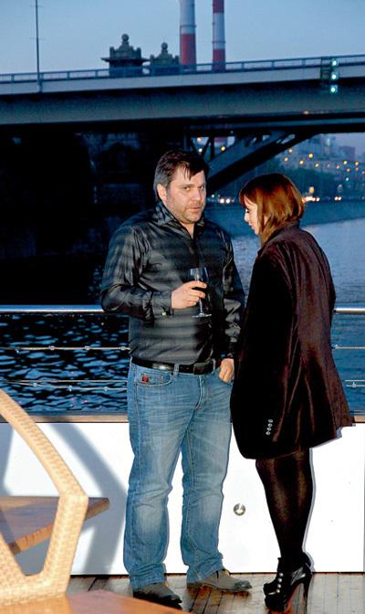 Джемал ТЕТРУАШВИЛИ из «Светофора» и Анжелика КАШИРИНА из «Даёшь молодёжь» ближе к полуночи уединились на палубе