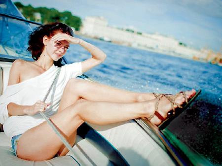 Предстоящее лето 23-летняя Лянка планирует провести у телевизора за просмотром «Барвиха-2»