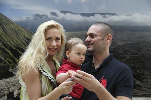 Анастасия ГРЕБЕНКИНА с супругом Юрием и сыном Иваном.