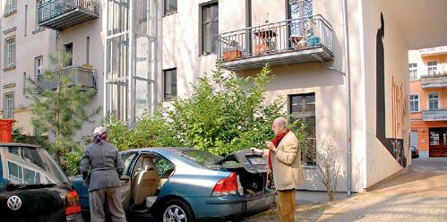 Супруги живутв этом доме в двухэтажной 6-комнатной квартире