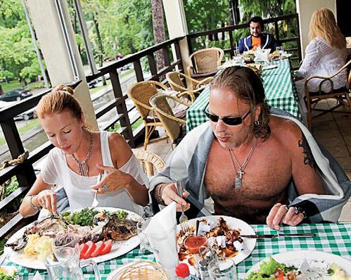 ПРЕСНЯКОВ и ПОДОЛЬСКАЯ в ресторане налегали на мясо с кровью - для улучшения либидо