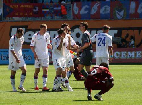 В матче «Рубин» - ЦСКА судья назначил сразу два пенальти. И оба вызвали протесты – сначала у армейцев, потом – у  казанцев. Зато во втором случае футболисты ЦСКА ликовали