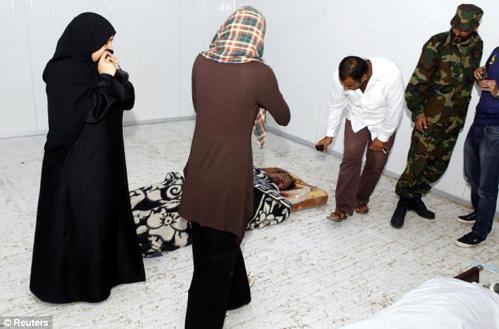 Тело ливийского лидера несколько дней пролежало в холодильнике местного супермаркета