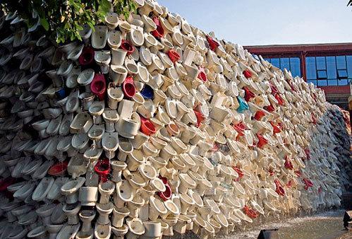 На возведение новой Великой китайской стены ушло 10 тысяч унитазов