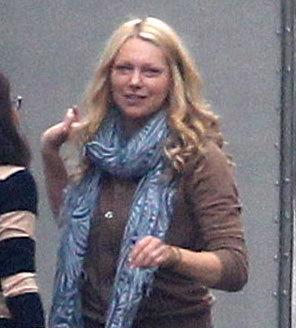 Поговаривают, что актриса Лаура ПРЕПОН - новая пассия Эштона. Папарацци застукали её выходящей из трейлера актёра на съемочной площадке