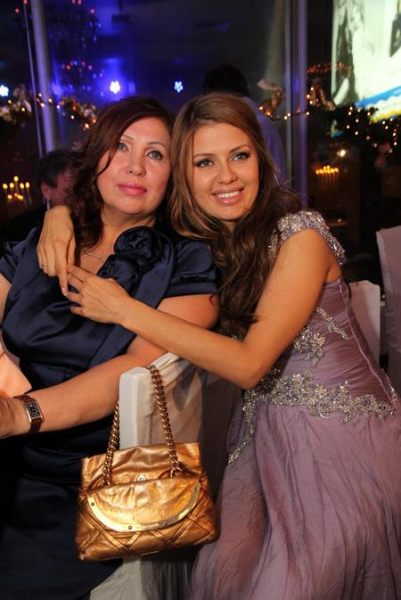 Виктория БОНЯ с мамой (фото Бориса КУДРЯВОВА)