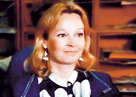 Последняя роль актрисы - начальница почты в мелодраме «Бег по солнечной стороне» (1992 г.)