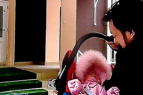 Филипп КИРКОРОВ с дочкой Аллой-Викторией в своем особняке в Подмосковье. Фото: Первый канал.