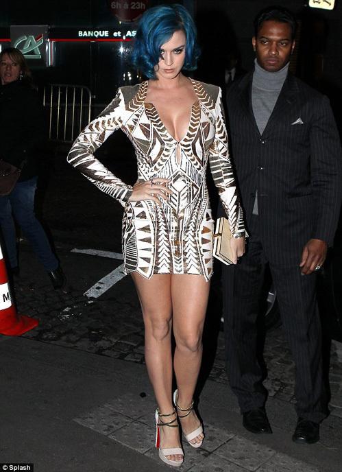 Кэти на Неделе моды в Париже - фото The Daily Mail