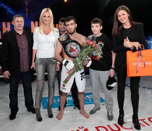 Виктория ЛОПЫРЁВА (слева)