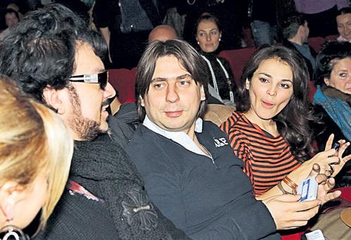 ...пока рядом сидящий Филипп КИРКОРОВ не предложил им поп-корна