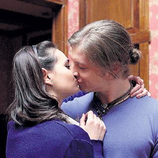 Вика (Татьяна КОСМАЧЁВА) и Олег (Всеволод МАКАРОВ) - главная сладкая парочка нового сезона