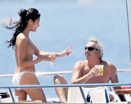 До казашки Гоги итальянский миллионер и бывший менеджер «Формулы-1» Флавио БРИАТОРЕ крутил амуры с топ-моделями Наоми КЭМПБЕЛЛ и Хайди КЛУМ