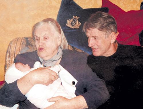 Маленькая Женечка стала светом в окошке для актёра и его матери