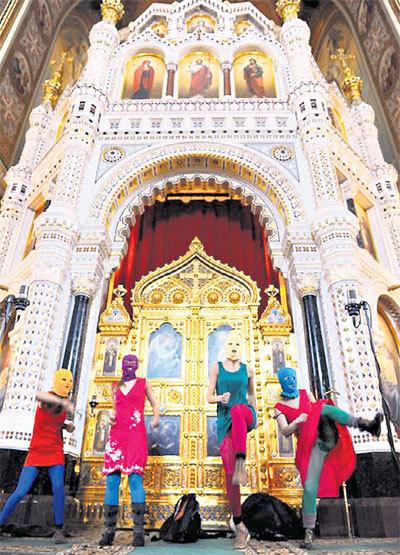 «Pussy…» в храме Христа Спасителя: попробовали бы они провернуть такое в мечети, летели бы от них клочки по закоулочкам