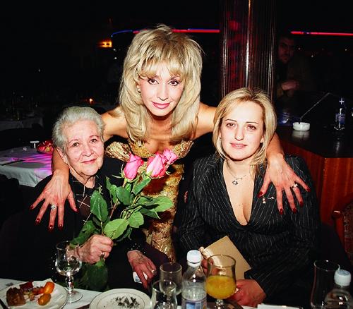 Ирина АЛЛЕГРОВА с мамой Серафимой Михайловной и дочерью Лалой.