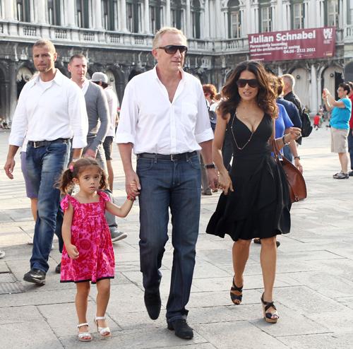 Франсуа-Анри ПИНО и Сальма ХАЙЕК с дочерью Валентиной в Венеции.